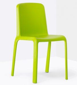 plastični-stoli